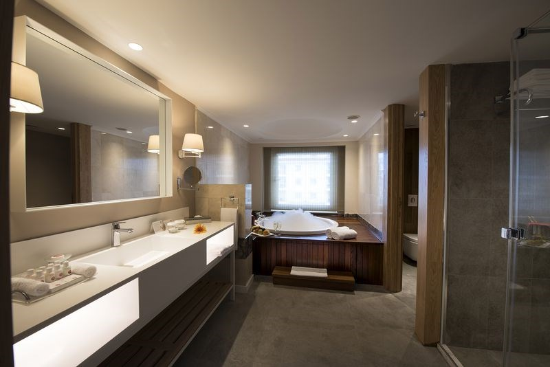 DELUXE SUITE WITH JACUZZI